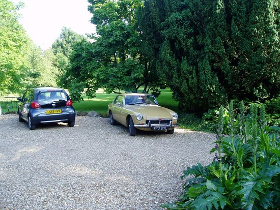 Stewton, UK: Parked in front of the house