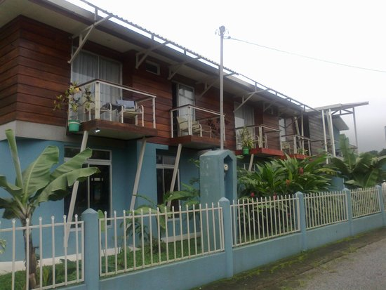 Hotel Arenal Rabfer: exterior a calle lateral