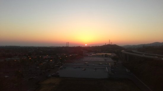 Ayres Hotel & Spa Mission Viejo: Beautiful sunset 5