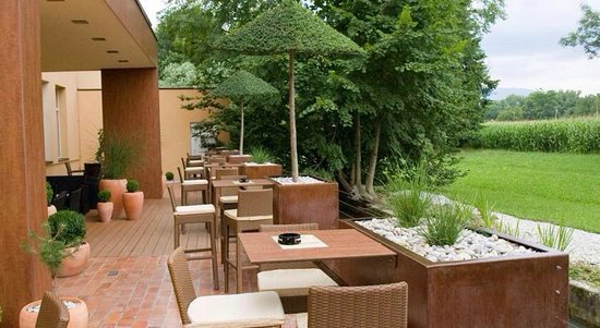 Ambient hotel Domzale: Outside