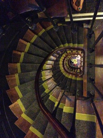 Hotel Joyce - Astotel: Spiral staircase!