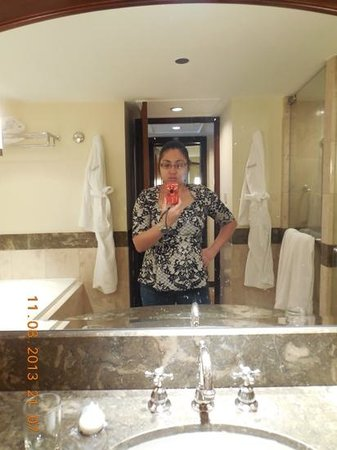 The Peninsula Manila: a bathroom of your dreams for one nite only beforing going back to reality