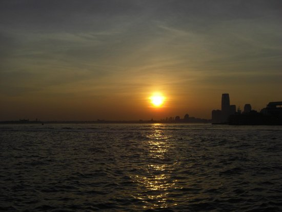 Sunset New York Bateaux Cruise Picture Of Bateaux New York New York City Tripadvisor