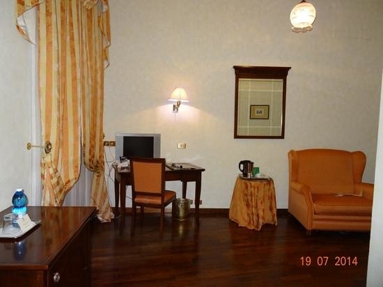 Albergo Cesari: single room is spacious and pretty.
