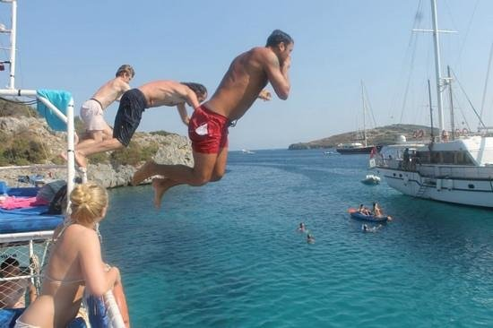 Ozz boat jumping - Picture of Ozzlife Boat - Daily Boat ...
