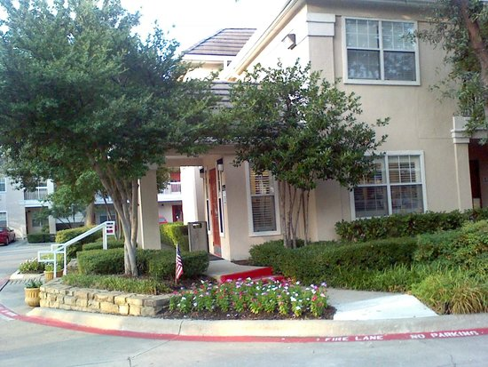 Extended Stay America - Dallas - Las Colinas - Carnaby St.: two story building - guest rooms exterior