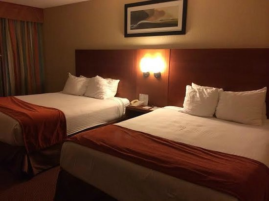 BEST WESTERN Lake Buena Vista Resort Hotel: Nice, clean beds~