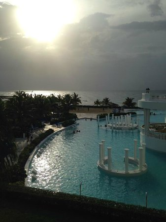 Grand Palladium Jamaica Resort & Spa: This a view of the pool and ocean from the Steak House entrance.