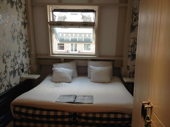 The Amsterdam Canal Hotel: room