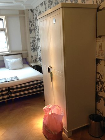 The Amsterdam Canal Hotel: deluxe room