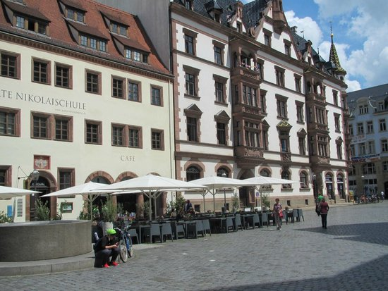 eine sch ne terasse picture of alte nikolaischule leipzig tripadvisor. Black Bedroom Furniture Sets. Home Design Ideas