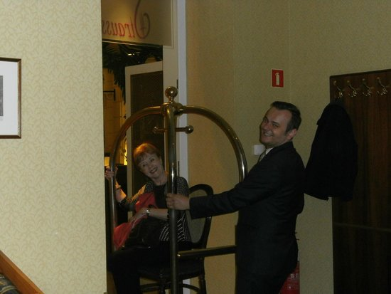 Polonia Palace Hotel: Maitre d with a sense of fun!