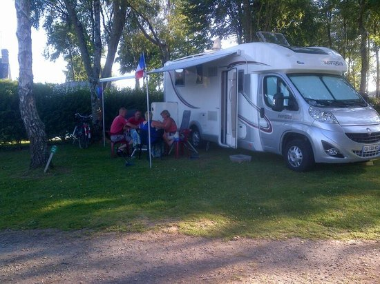 Vue emplacement mobil home photo de les jardins de for Camping le jardin de kergal