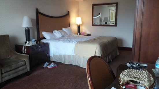 Circus Circus Hotel & Casino Las Vegas: soft clean king size bed