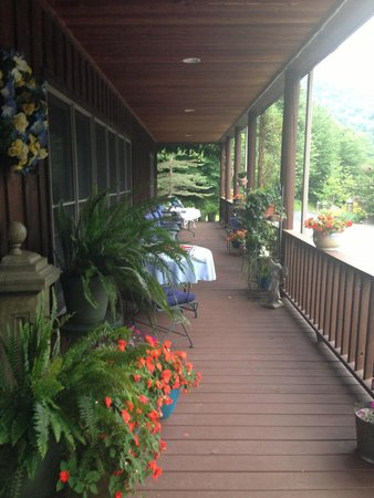 Morning Glory Inn: Front porch.