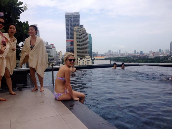 Grande Centre Point Hotel Terminal 21: Roof top pool