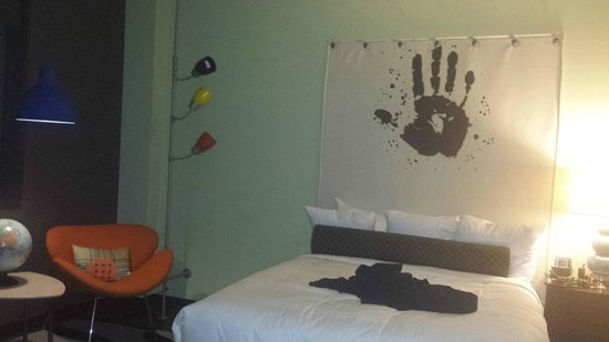 Cool room decor picture of acme hotel company chicago for Cool room items