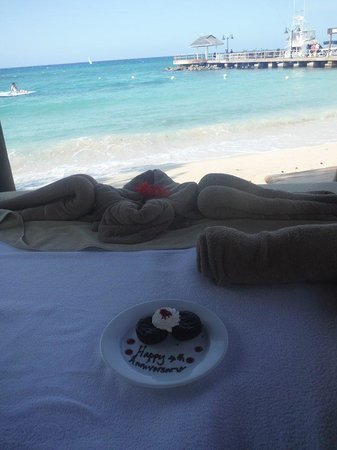 Sandals Ochi Beach Resort: Our special treat from Sharon at our cabana