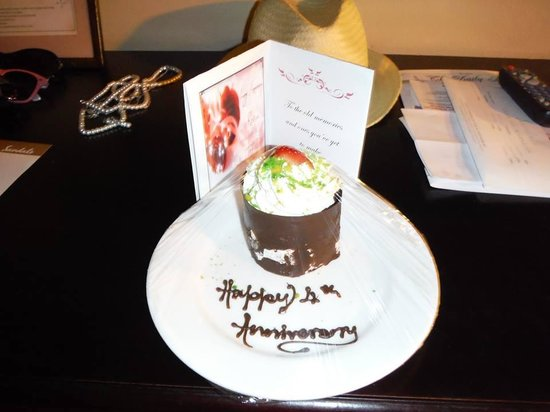 Sandals Ochi Beach Resort: On our anniversary we came back to this!