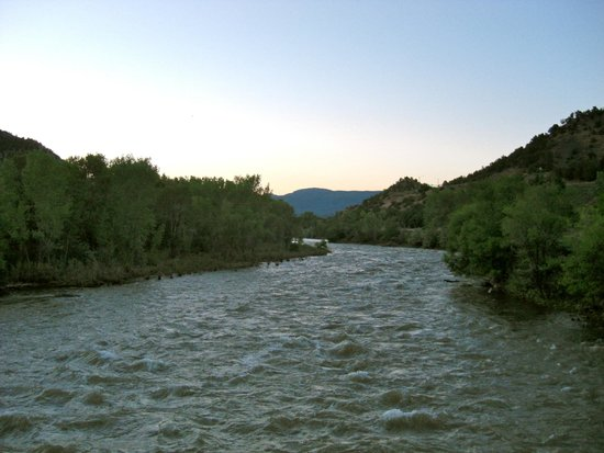 Durango Lodge: Animas river