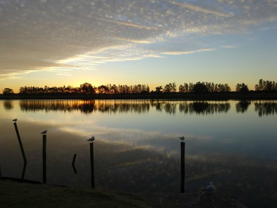 Peaceful Palms B&B: Winter sunset at Riverside Park, Raymond Terrace