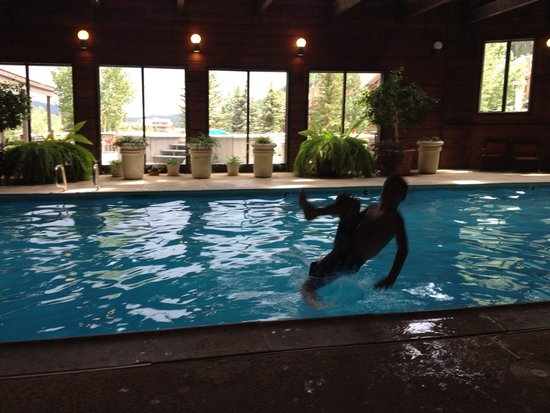 Cascade Village: Can-opener into the pool!