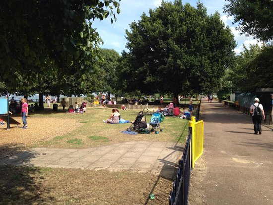 Take a picnic picture of the strand leisure park - The strand swimming pool gillingham ...