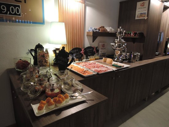 buffet salato per la colazione foto di smart hotel saslong santa cristina tripadvisor. Black Bedroom Furniture Sets. Home Design Ideas