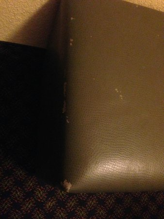 Embassy Suites by Hilton Miami - International Airport: Furniture is worn