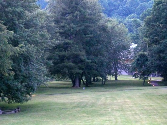 Peaks of Otter Lodge: The hotel grounds