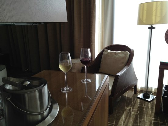 EPIC Hotel - a Kimpton Hotel: Junior Suite - King with Sofa Bed