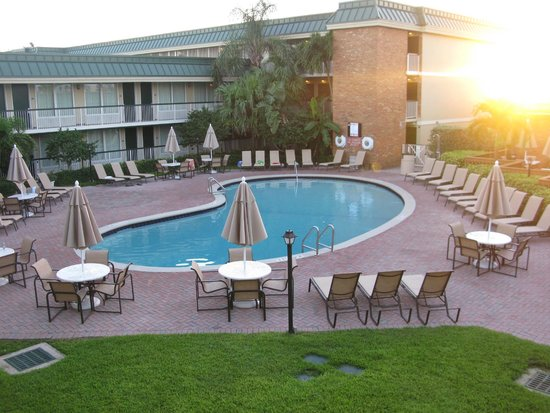 Holiday Inn Hotel & Suites Vero Beach - Oceanside: Pool view from our room