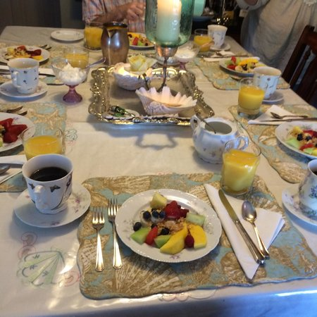The Conch Inn: Breakfast (fruits are just starters!)