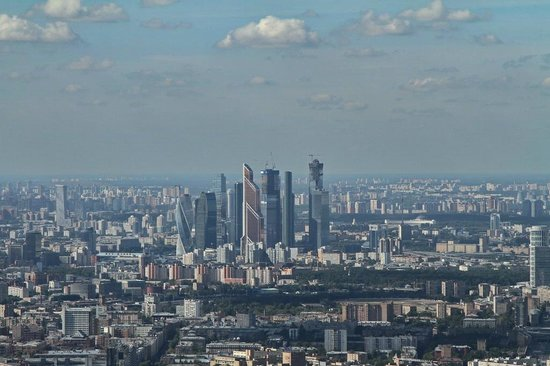 """Sky view from the top of Ostankino TV Tower. - モスクワ、オスタンキノ タワーの写真写真: """"Sky view from the top of Ostankino TV Tower."""""""