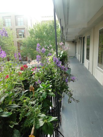 Charleston - Days Inn Historic District: Outside of 2nd floor
