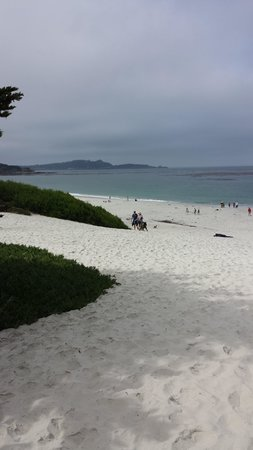Carmel City Beach / Carmel River Beach: Approaching the beach