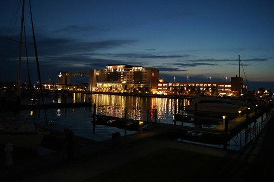 front of hotel picture of sheraton erie bayfront hotel. Black Bedroom Furniture Sets. Home Design Ideas