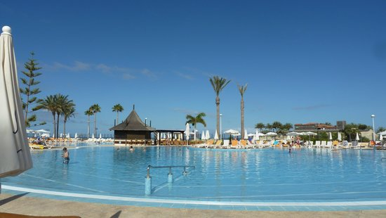 Beach right next to hotel picture of iberostar anthelia - Construire piscine eau de mer ...