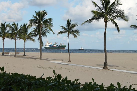 Lago Mar Resort and Club : Can watch cruise and cargo ships go by.
