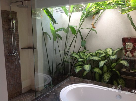 Indoor outdoor bathroom picture of kejora suites sanur for Indoor gardening kalamazoo