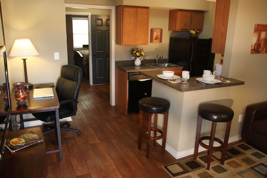 Eagle's Den Suites at Carrizo Springs