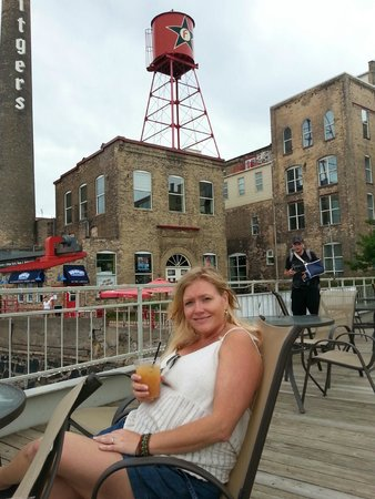 Fitger's Inn: Happy hour overlooking the Lake