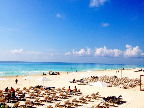 Secrets The Vine Cancun Resort & Spa: The beautiful beach yards from the resort