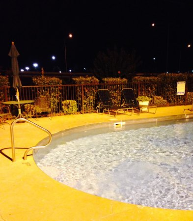 West Memphis, AR: Pool with my wife