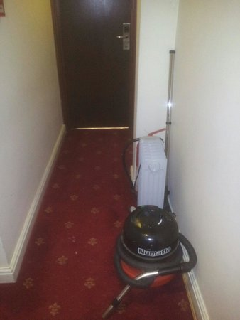 Notting Hill Gate Hotel: Is there nowhere else for the hoover.