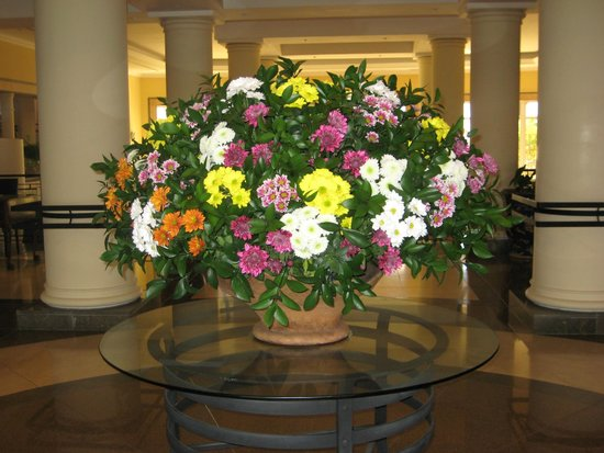 Flower arrangement in the foyer picture of porto santa for Foyer flower arrangement