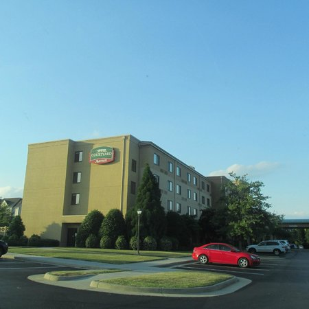 Courtyard by Marriott Roanoke Airport: Courtyard by Marriot Exterior