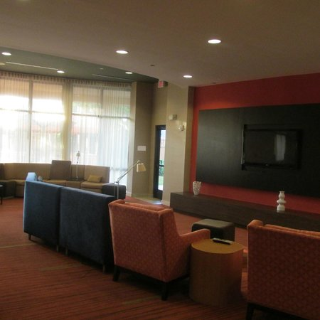 Courtyard by Marriott Roanoke Airport: Place to Sit and Relax