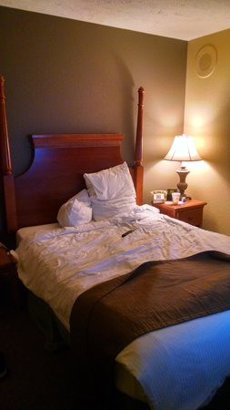 Wyndham Kingsgate: very small and not comfortable at all!