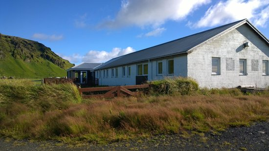 Guesthouse Vellir: Plain outside but nice inside - beautiful surroundings